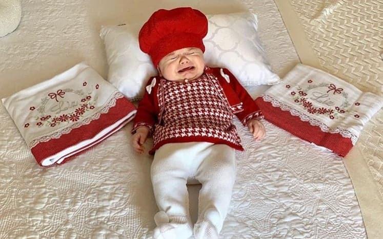 Bebê Liz em foto postada por sua mãe Thaeme Mariôto
