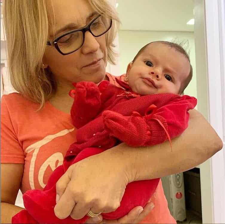 Liz, filha da cantora Thaeme