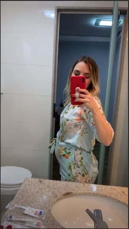 Thaeme Mariôto posta foto de sua barriga de grávida