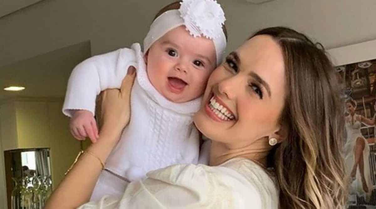Thaeme se declarou a sogra que ajuda a cuidar de sua bebê