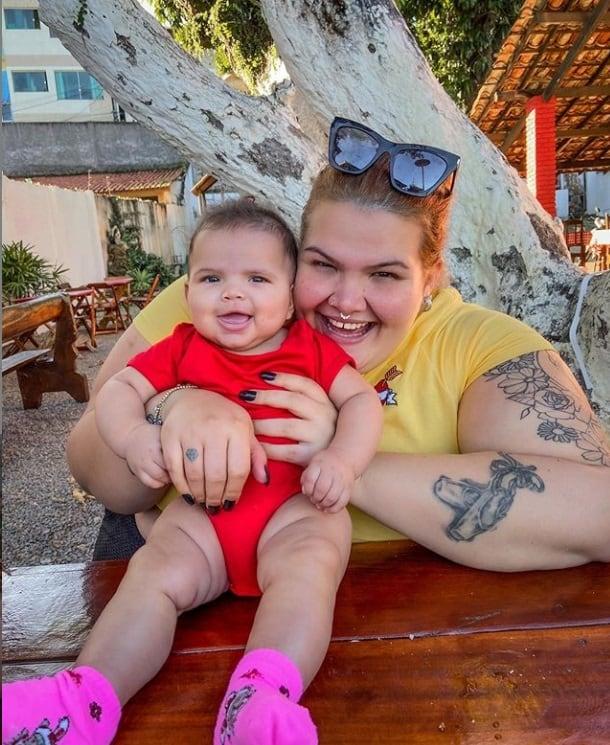 Thaís Carla com a filha caçula Eva