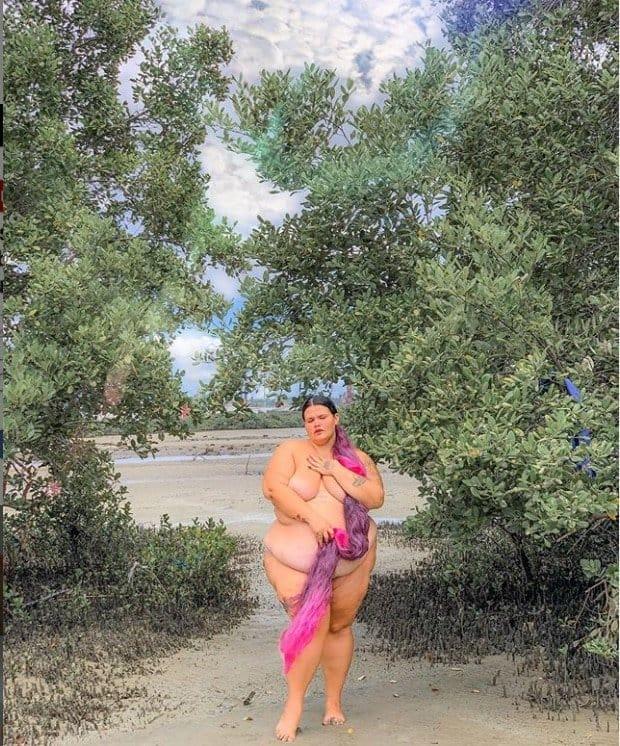 Thais Carla posou sem roupa e grávida de sete meses