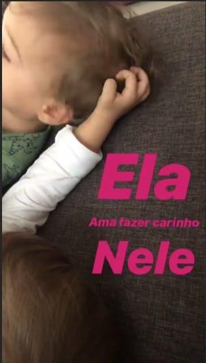 Essa foi a foto que a atriz Thaís Fersoza compartilhou do momento foto entre os irmãos Melinda e Teodoro
