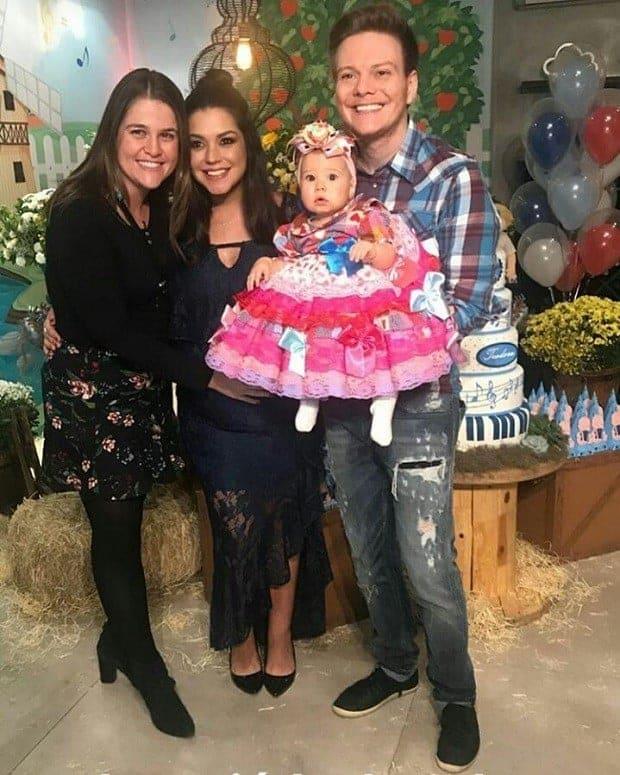 A mamãe Thaís Fersoza, Teló e a fofa Melinda no chárraiá de Teodoro