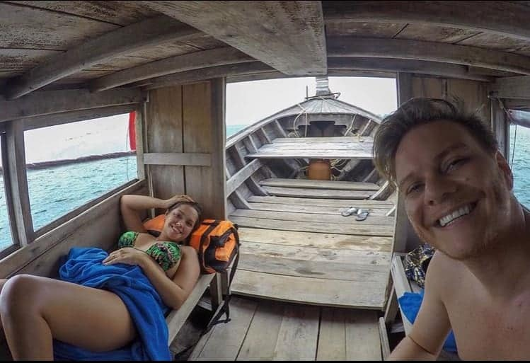 Thaís Fersoza posta foto de viagem com Michel Teló