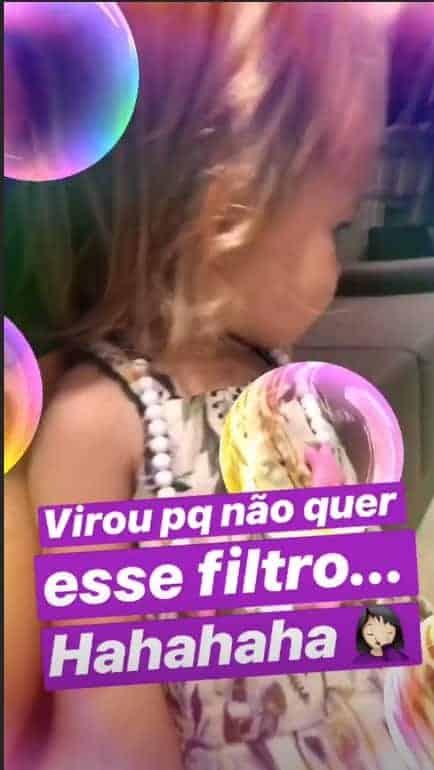 Melinda, filha de Thaís Fersoza, mostra que é cheia de personalidade