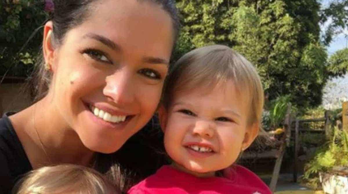 Melinda fez uma travessura com sua mãe Thaís Fersoza