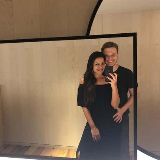 Essa foi a foto compartilhada pela atriz Thaís Fersoza