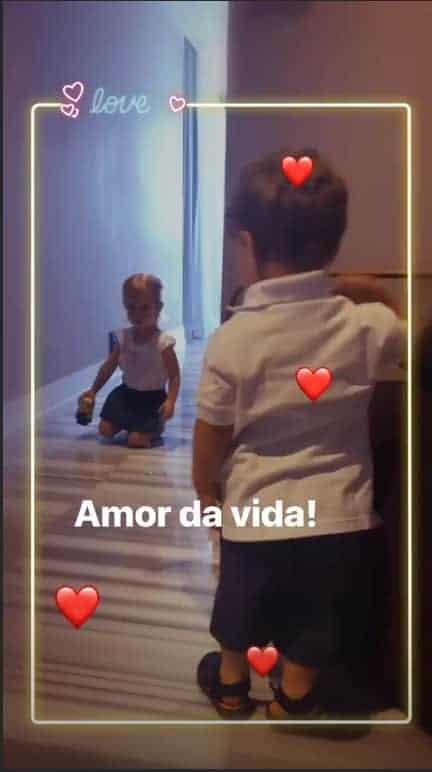 Thaís Fersoza posta foto dos filhos