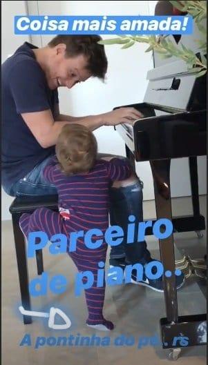 Teodoro junto com seu pai o cantor Michel Teló