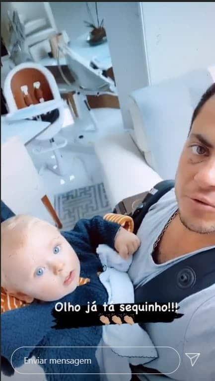 Thammy Miranda com o filho depois de tratamento