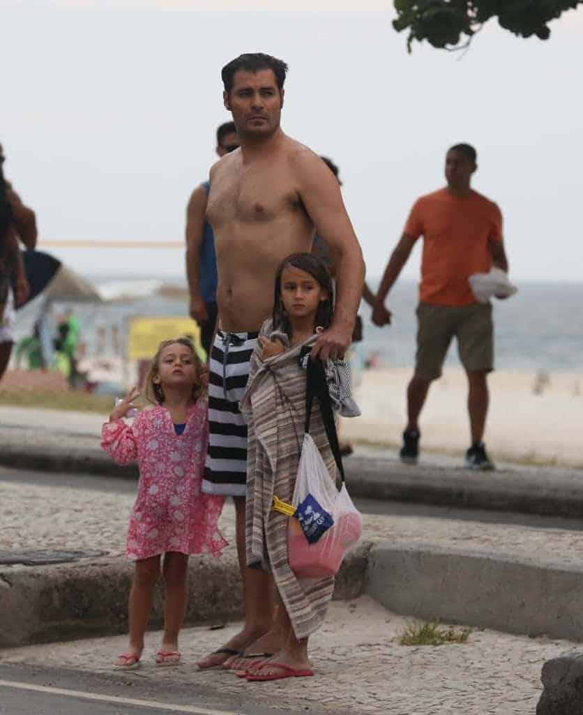 Publicação de Thiago Lacerda com suas filhas