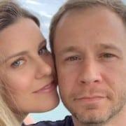 Esposa de Tiago Leifert exibiu sua barriga de grávida