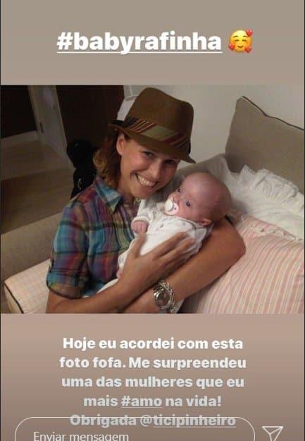 Ticiane Pinheiro mostrou esta foto de Rafinha recém-nascida
