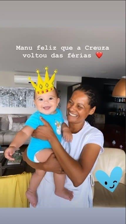 Bebê de Ticiane Pinheiro apareceu sorridente no colo de sua babá