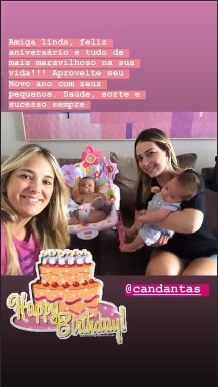 Ticiane Pinheiro e Carol Dantas com seus filhos pequenos