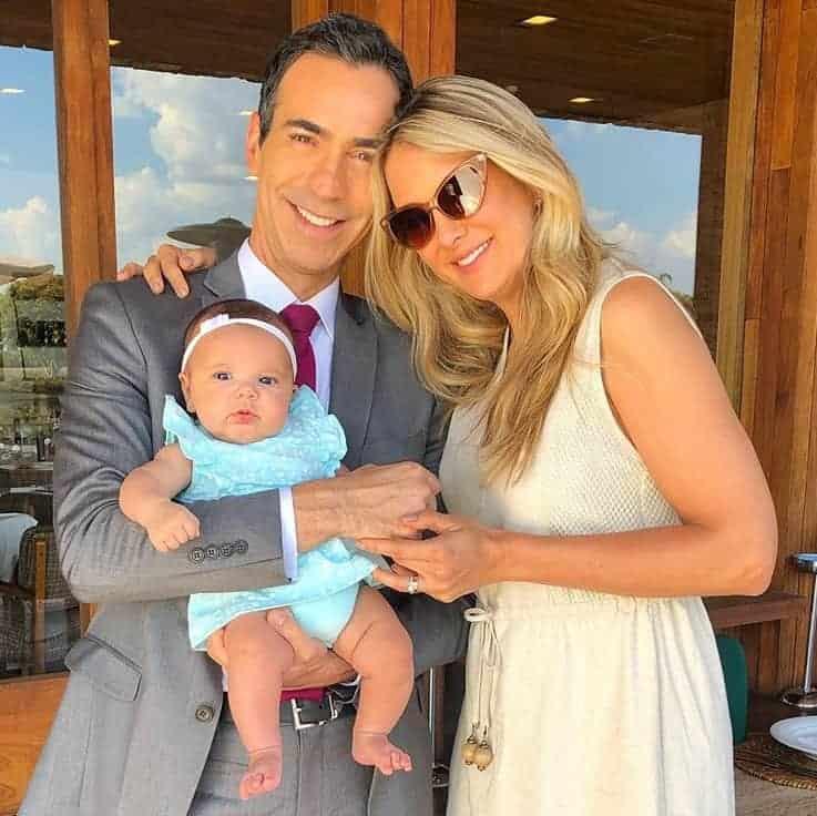 Ticiane Pinheiro e César Tralli com a pequena Manuella