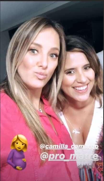 Grávidas, Ticiane Pinheiro e Camilla Camargo, fazem aulas juntas