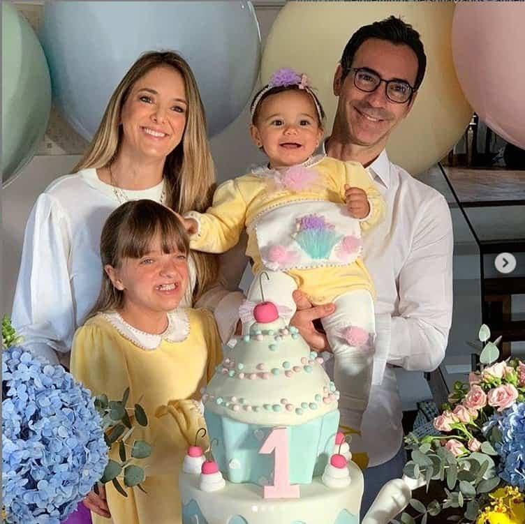 Ticiane Pinheiro comemorando um ano de sua filha com César Tralli