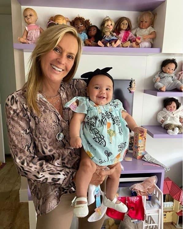 Bebê de Ticiane Pinheiro com a avó Hêlo Pinheiro