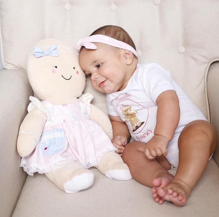 Filha de Ticiane Pinheiro ao completar cinco meses