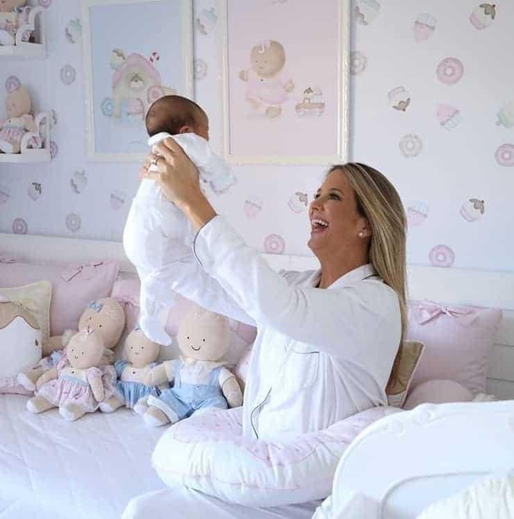 Ticiane Pinheiro com sua bebê Manuella