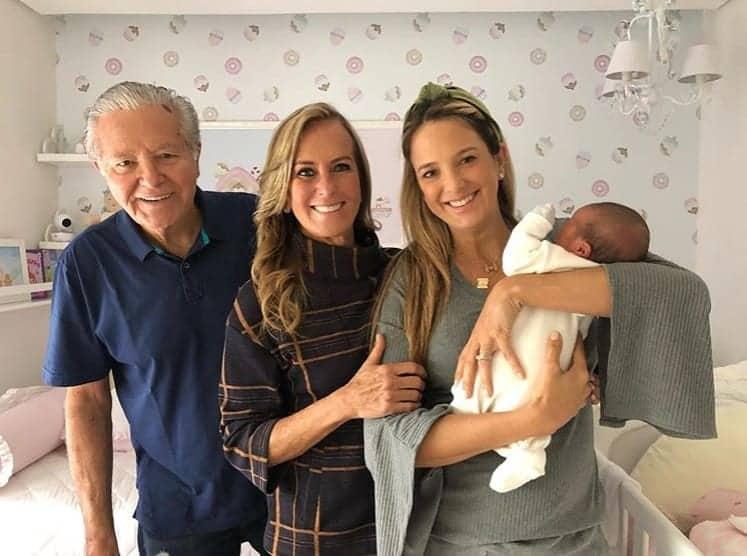 Ticiane Pinheiro com os pais e a filha Manuella