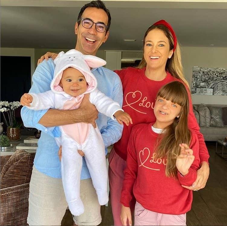 Ticiane Pinheiro com as filhas e o marido na páscoa