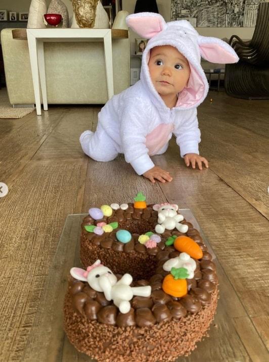 Manuella celebrando seus nove meses
