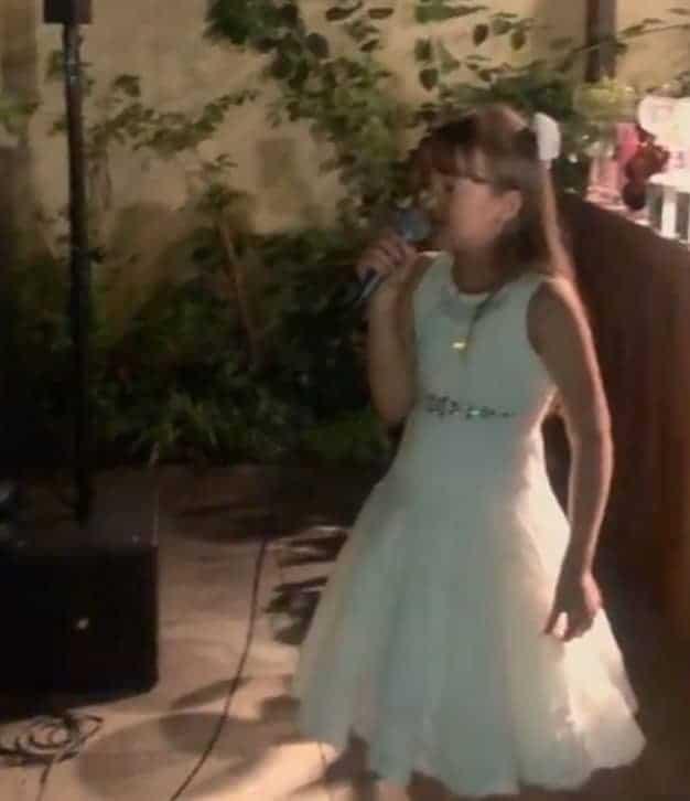 Rafinha Justus cantando no chá de bebê da irmã