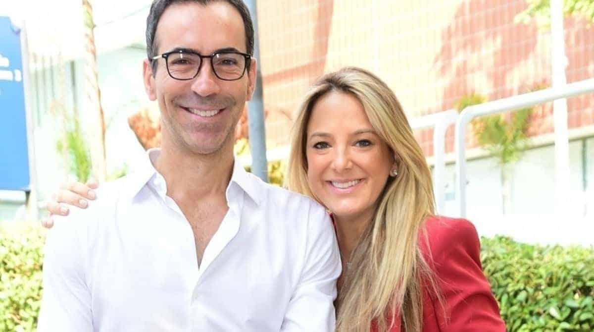 Ticiane Pinheiro mostrou a barriga pós-parto ao deixar a maternidade