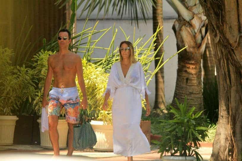 César Tralli e Ticiane Pinheiro na praia de Ipanema