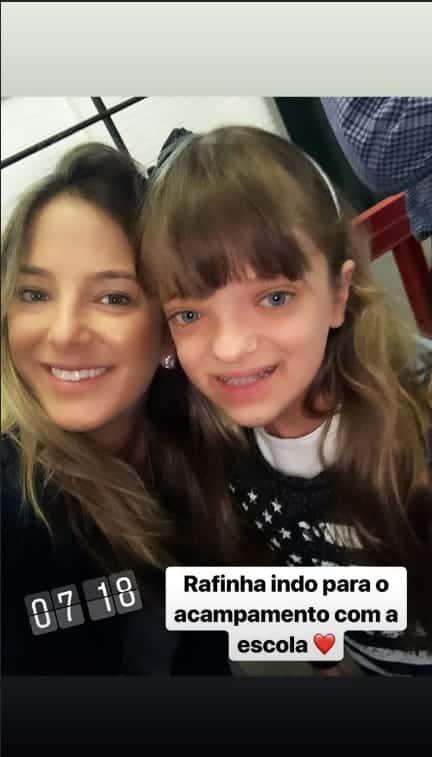 Ticiane Pinheiro com a filha, antes dela ir acampar