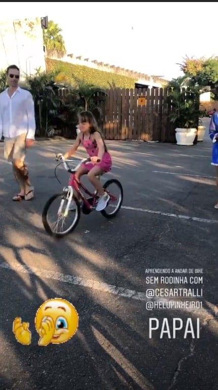 Ticiane Pinheiro mostra Rafinha andando de bike