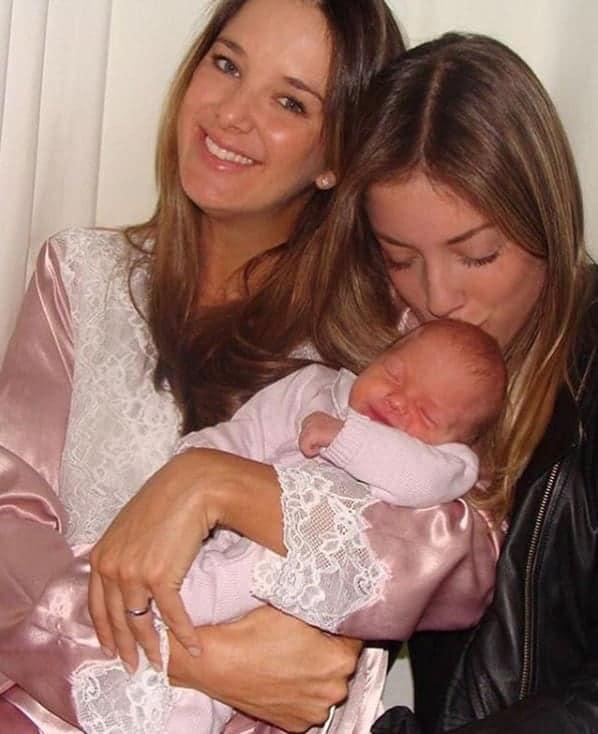Ticiane Pinheiro com Fabiana Justus quando ainda era recém-nascida