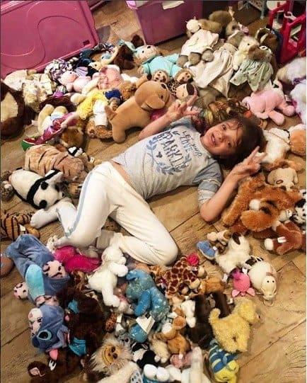 Rafinha Justus com sua coleção de pelúcias