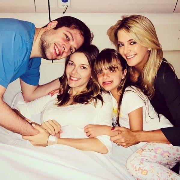 Rafa Justus com sua mãe e tios
