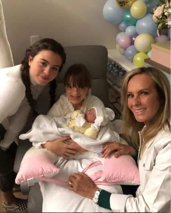 As filhas de Ticiane Pinheiro, Rafinha e Manuella, juntas pela primeira vez