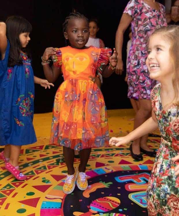 A pequena Titi na festa
