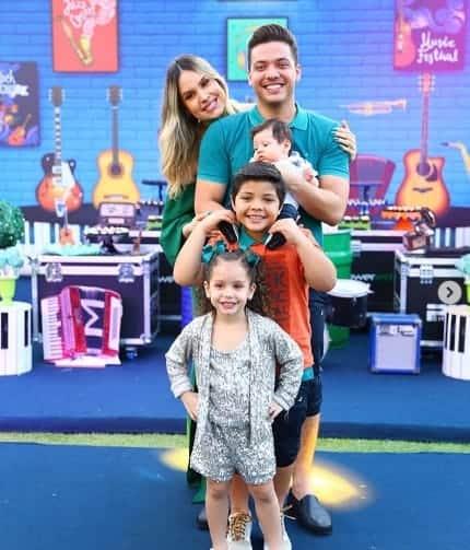 Família Safadão reunida para a foto