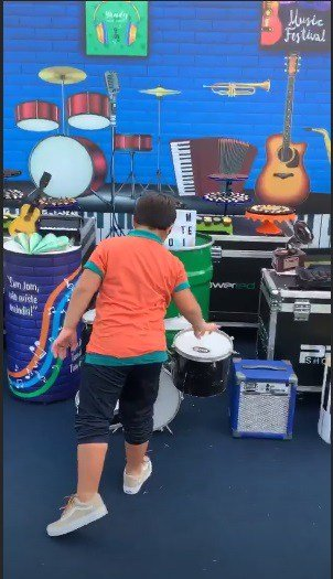 Muitos instrumentos musicais na festa de Yhudy