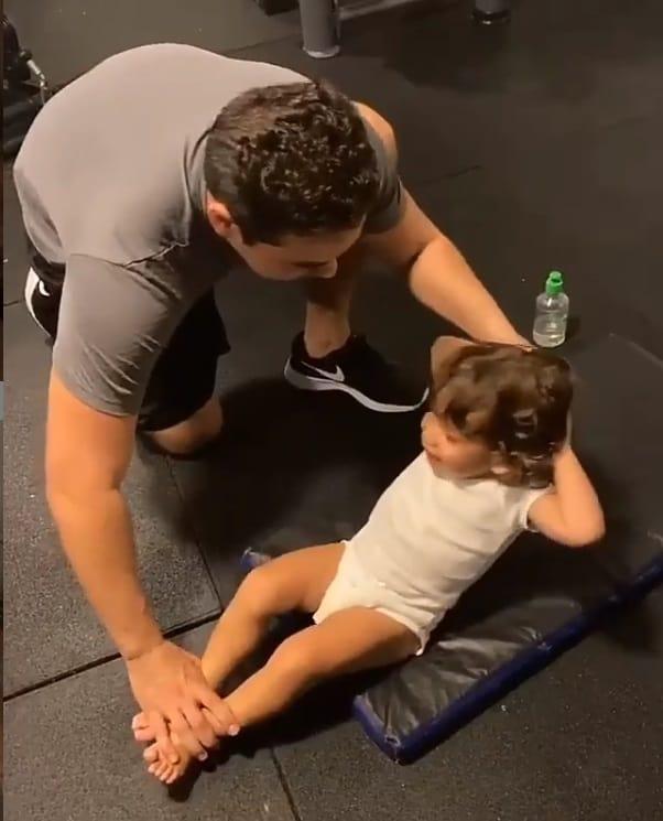 Wesley Safadão com o pequeno Dom