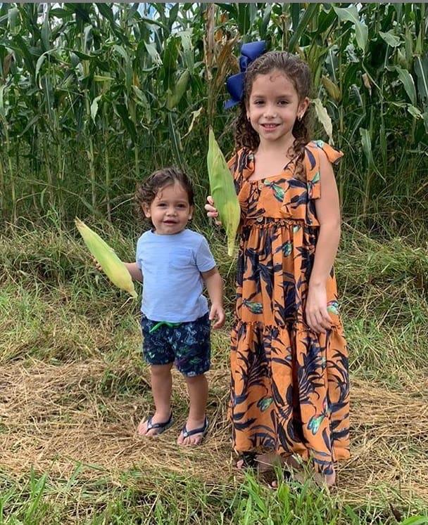 Filhos de Wesley Safadão colhendo milho na fazenda do cantor