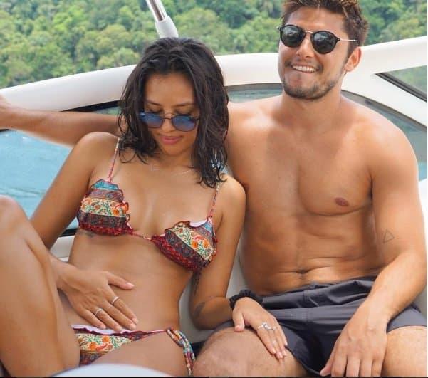 Yanna Lavigne e Bruno Gissoni na praia