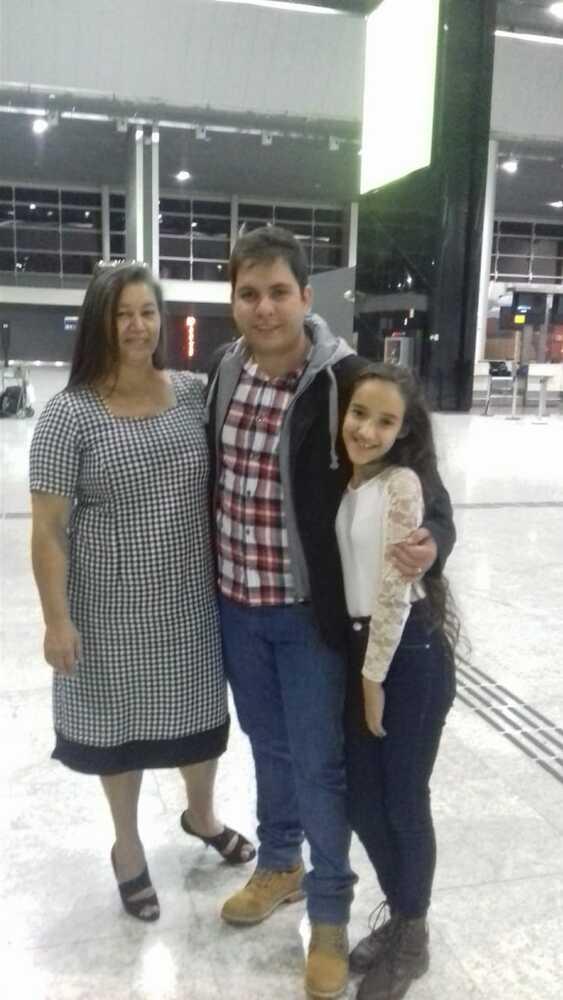 Vencedora do Concurso Cultural do Mês das Mães com o casal de filhos