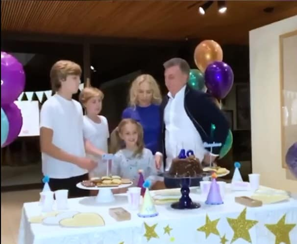 Angélica e Luciano Huck com os filhos em festa surpresa