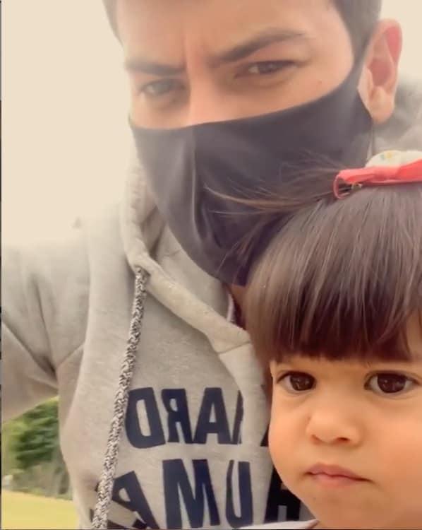 Arthur Aguiar com a filha com Mayra Cardi