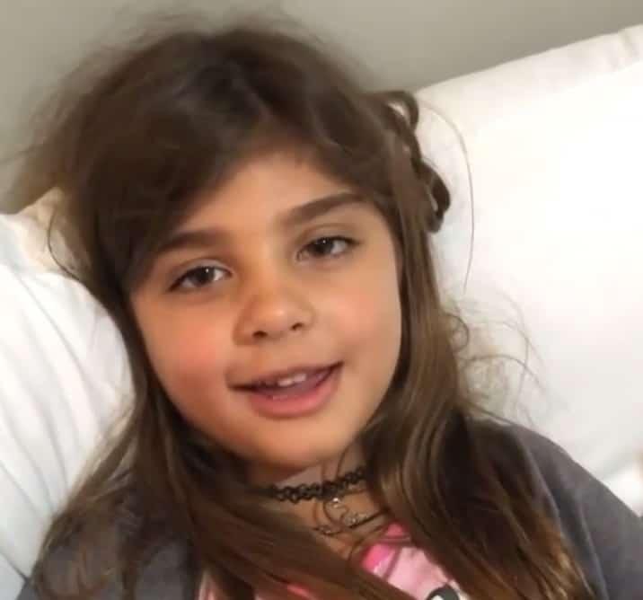 Filha de Grazi Massafera e Cauã Reymond imitando sua mãe famosa