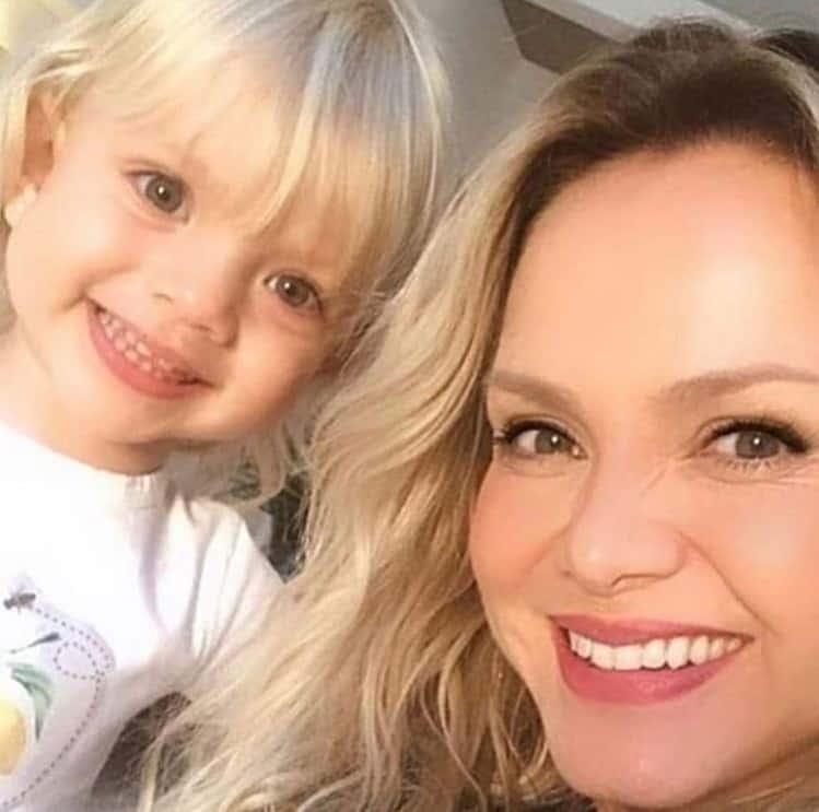Eliana e a filha caçula, a pequena Manuela