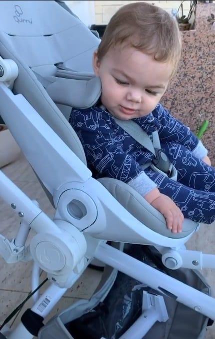 Filho caçula de Felipe Simas após fisioterapia